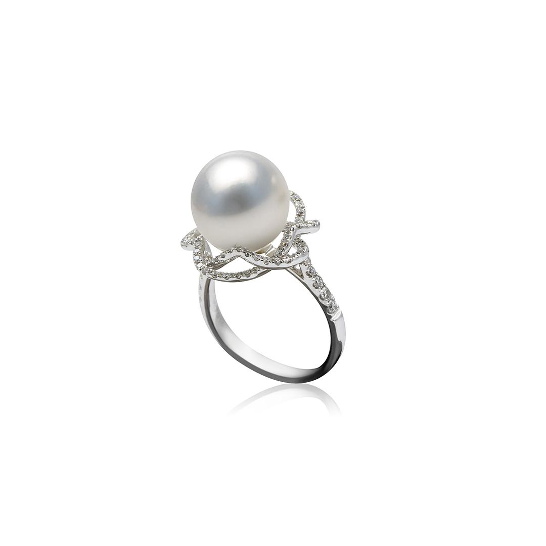 Australian South Sea Pearl Ring in 18k with Diamonds