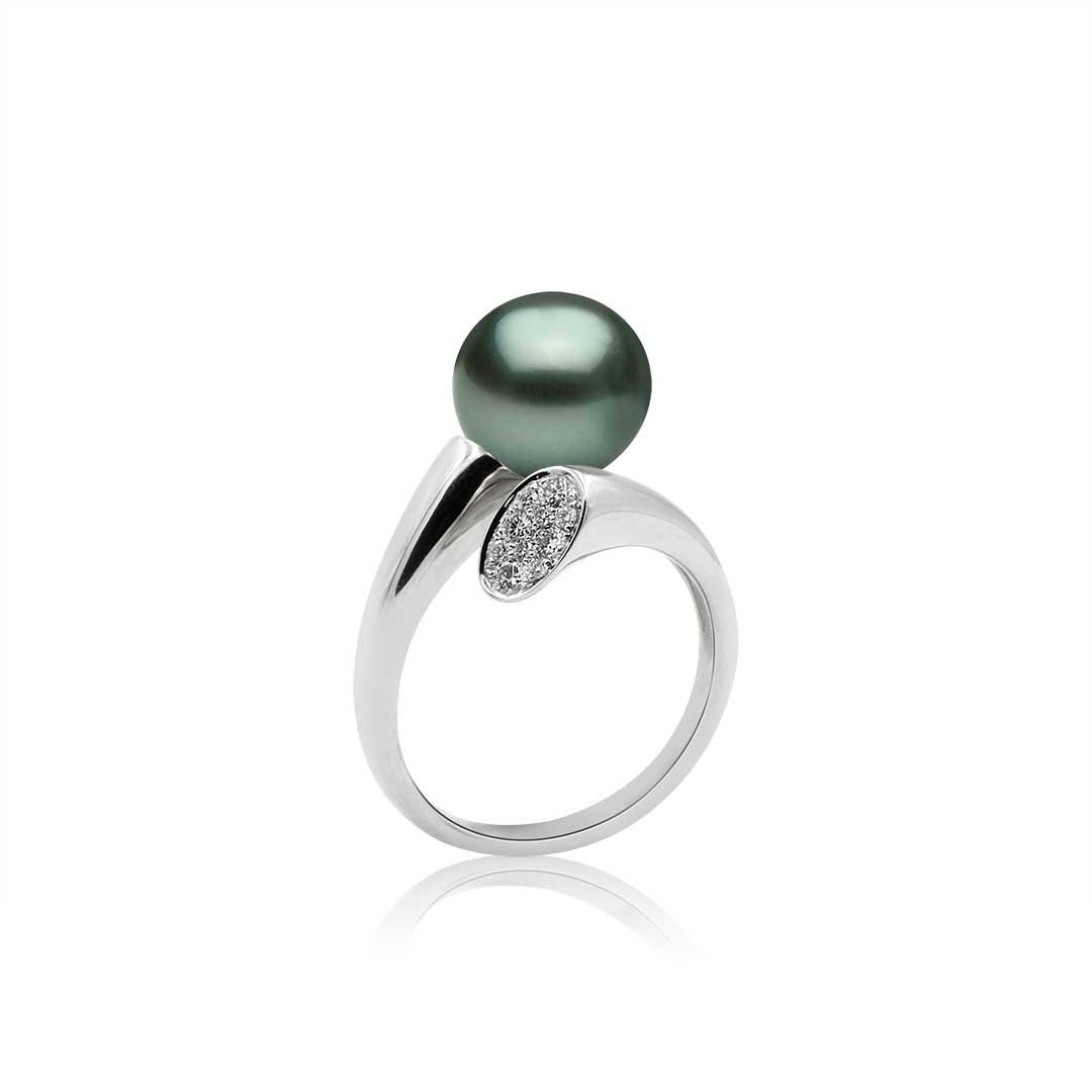 Tahitian Pearl Ring set in 18k with Diamonds